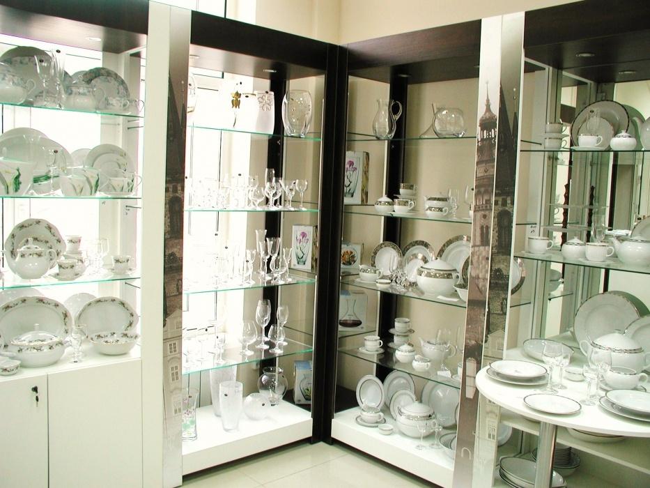 оформление витрин магазинов посуды фото характерными особенностями